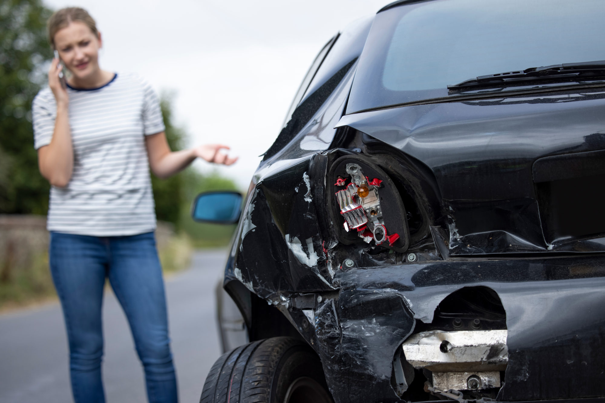 a woman calling a lawyer after a car accident in Baton Rouge